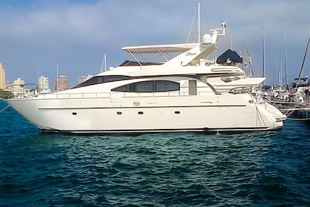 70ft Azimut Yacht - Rent your own Yacht for a day - Cartagena