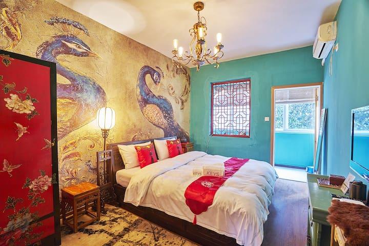 卓小花-坐看西湖南山路上柳浪闻莺旁安静中式风格观景二居室。有情有调,有你。可长租