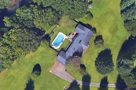 LOCATION, PRIVACY, POOL FUN WITH FAMILY & FRIENDS