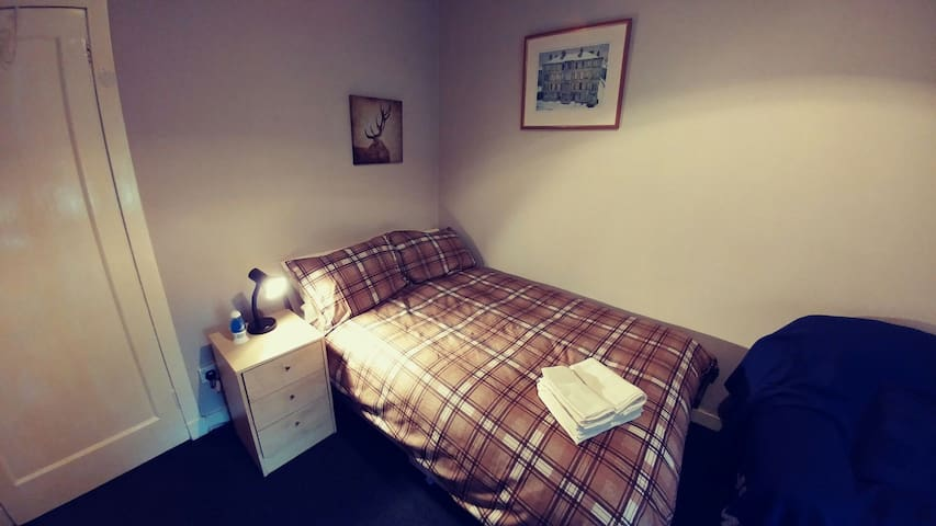 Spacious southside room. Brilliantly situated. - Glasgow - Appartement