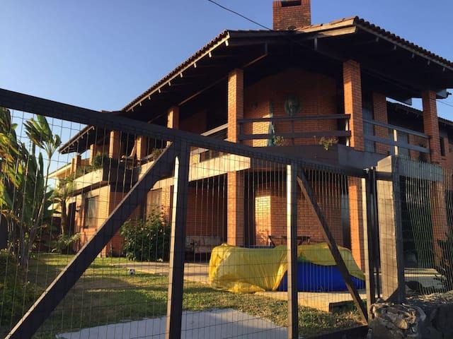 Alugo Casa em Torres - Torres - Casa