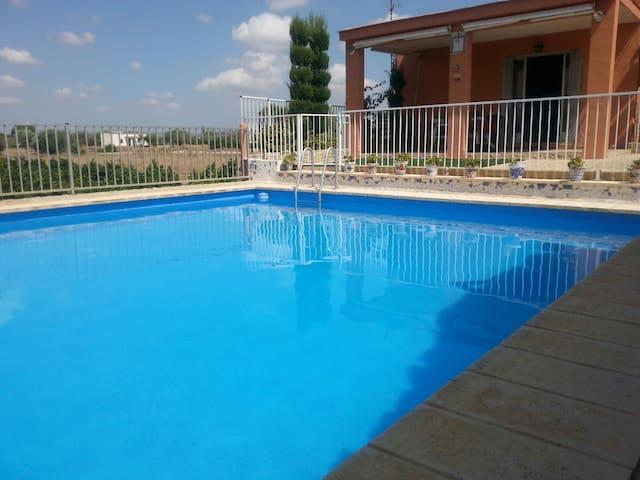 Casa con piscina a la ribera del Turia - La Pobla de Vallbona - Daire