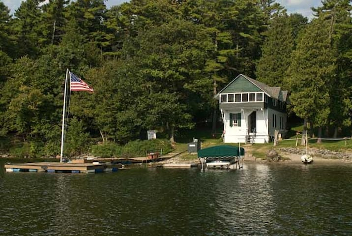"Lake Front Cabin ""Willow"", Near Burlington, VT - Charlotte - Casa de campo"