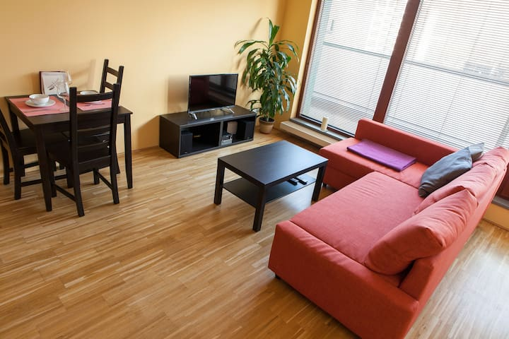City Center River Apartment | Free Private Parking