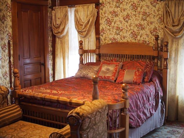 The Rebecca room- Brenda's Dream BnB