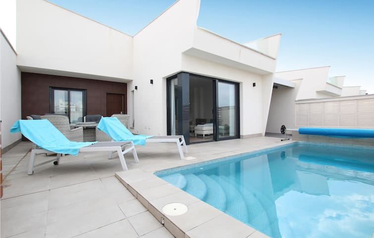 Holiday cottage with 3 bedrooms on 98m² in Los Alcázares