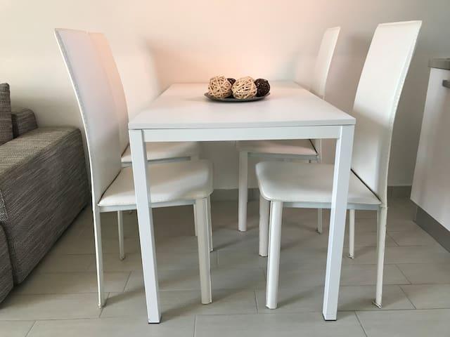 Tavolo+sedie