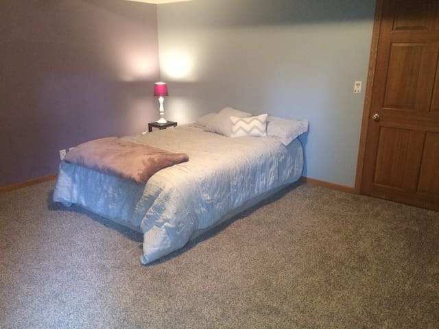 Large private room w attached full bath! - Omaha - Haus
