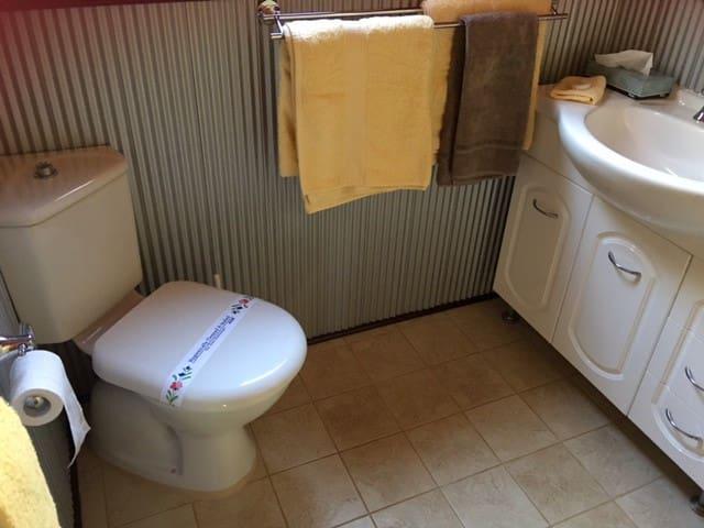 Cedar Loft Cabin bathroom