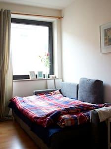 (For Women)Bed in a cozy apartment near the center - Düsseldorf - Huoneisto
