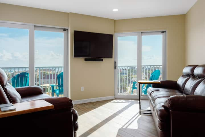 Aquarius Condo on Beach w/View, Pool, hot tub, 2/1
