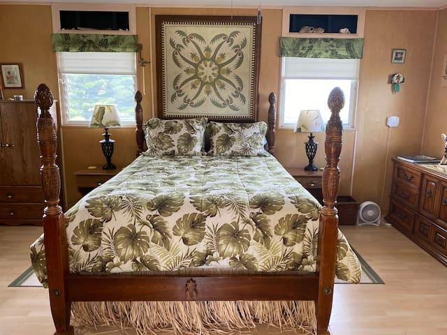 The master bedroom, queen size comfort Hawaiian style.