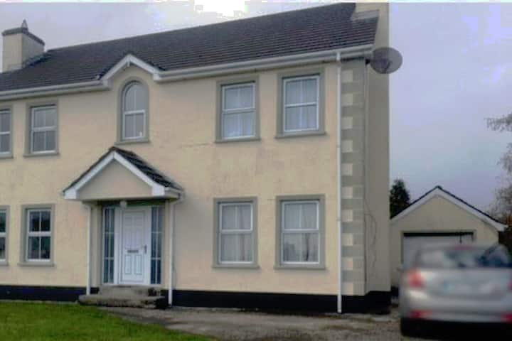 Room for rent in walking distance of letterkenny