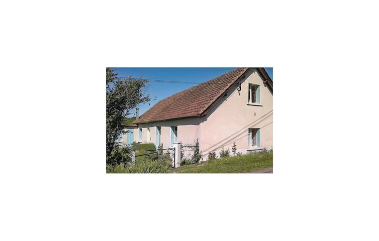Holiday cottage with 2 bedrooms on 116 m² in Degagnac