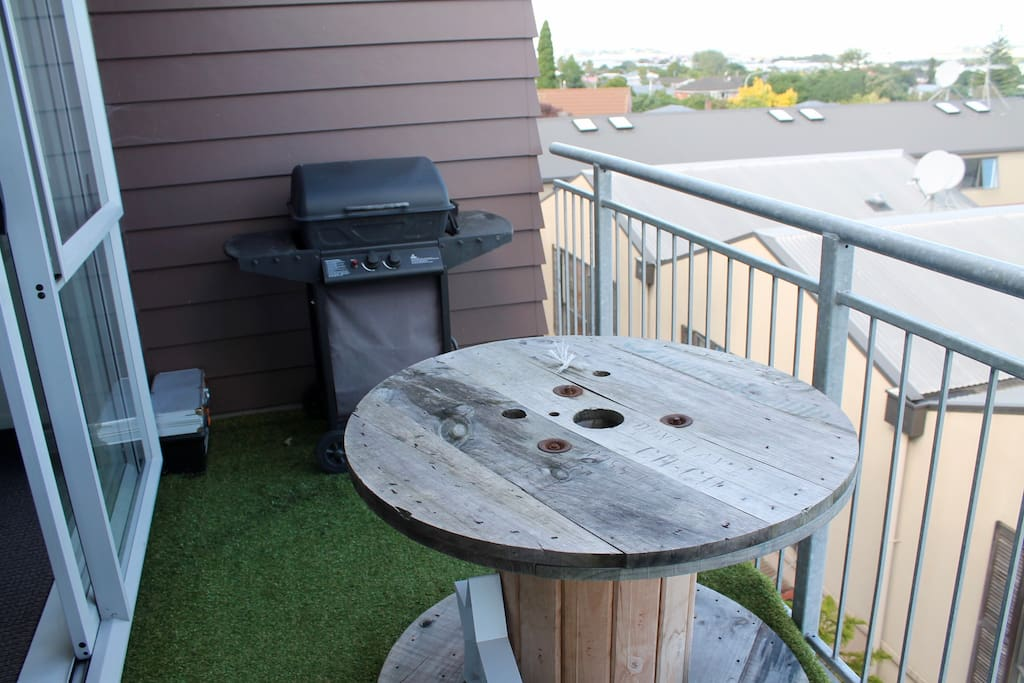 Balcony & BBQ available to guest