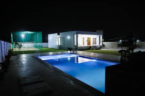 Neo boerderij met zwembad, volleybal en 5 bedden (airco)
