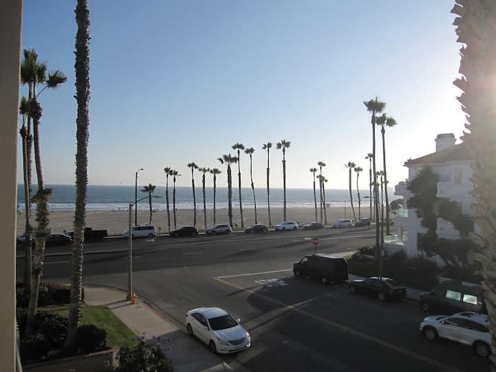 Top Floor Beach Condo Steps From The Beach