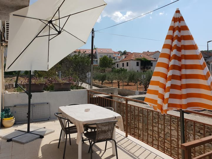 Two bedroom apartment with terrace Sutivan, Brač (A-17825-a)