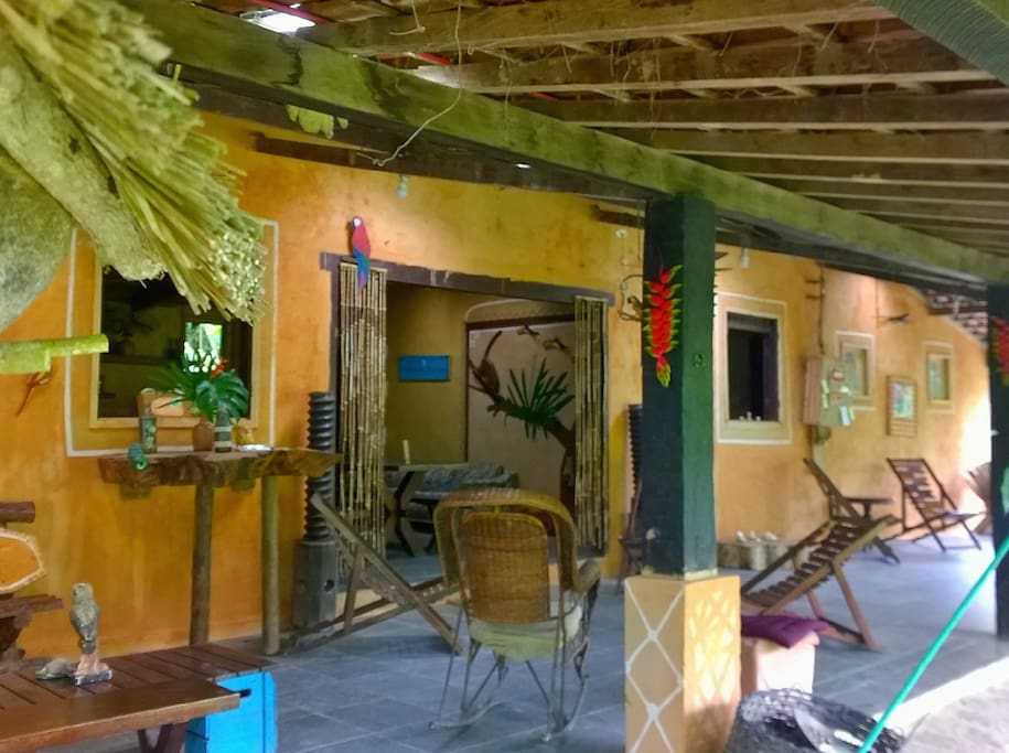 Sala de estar localizada na Casa da Floresta