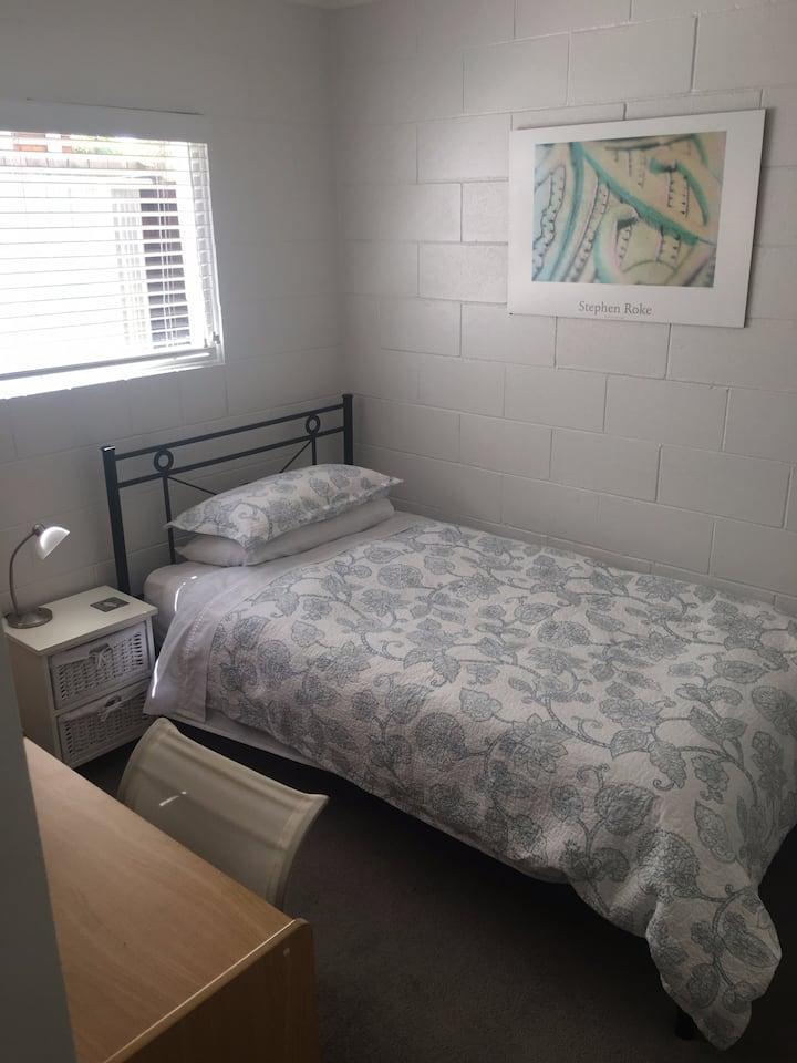 Cozy single bedroom near to Takapuna Beach