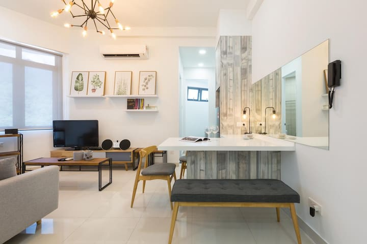PREMIER Airbnb+ 2BR unit near USM and SPICE