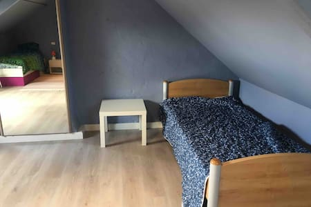 Low budget single bed 3/5 in shared house/hostel