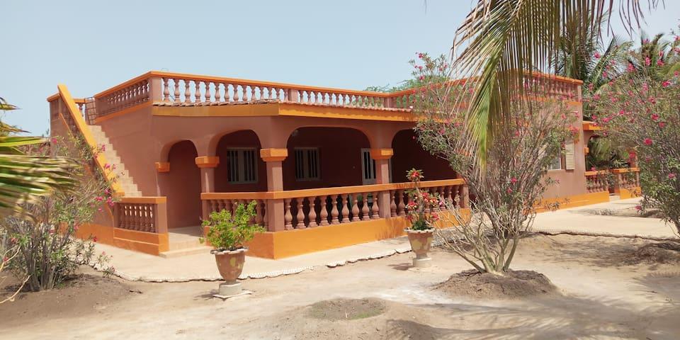 TRÈS BELLE Villa PIED DANS L'EAU AU SENEGAL