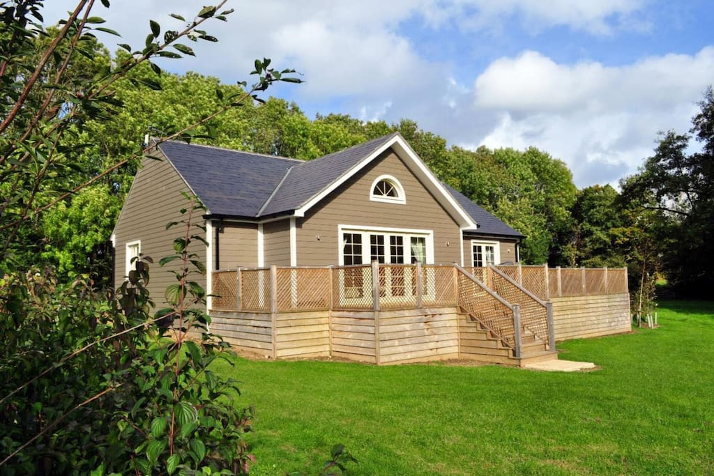 Brook Lodge is a luxury 5 AA star self-catering lodge in the breath-taking Colne Valley