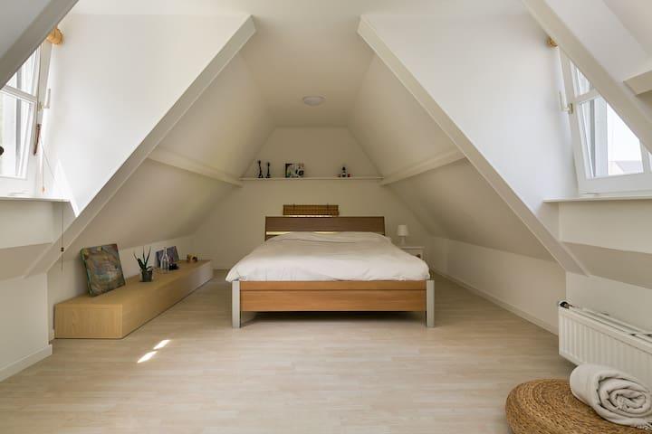 Bedroom 1 - double bed 1.60 x 2.00