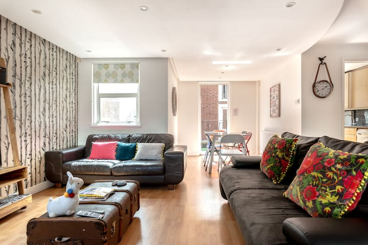 Birch Dukes, cool apt 2 bed sleeps 6, roof terrace