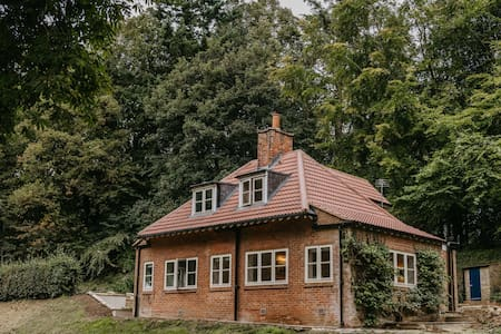 Idyllic cottage on the River Tees, North Yorkshire