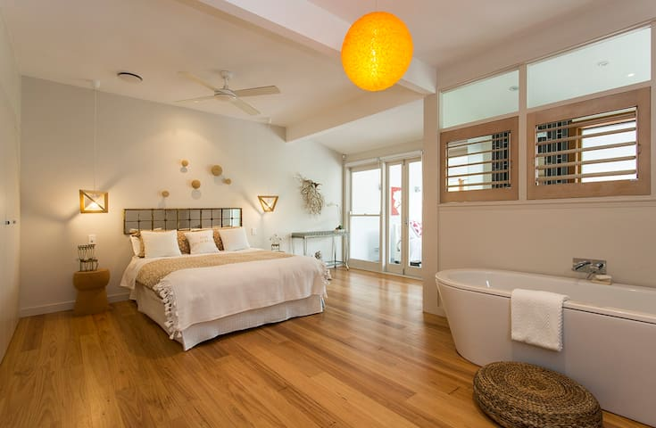 Palm Beach Large Suite, Water Views, Pool, Bath. - Palm Beach - Casa