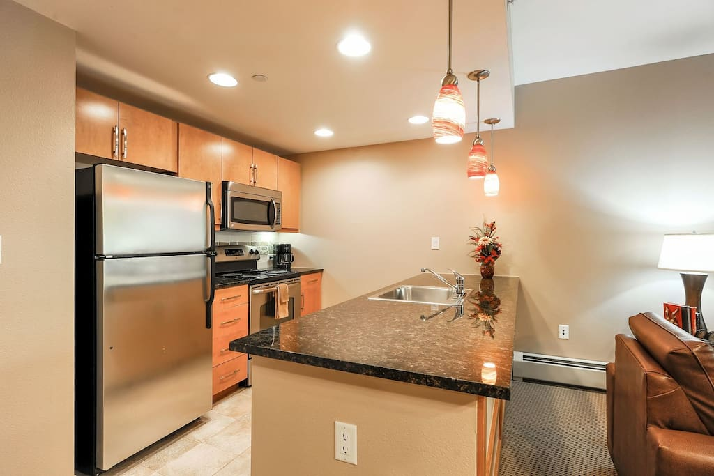 Full size kitchen and appliances.