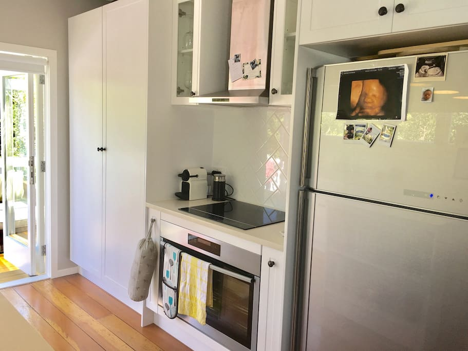 Large fridge and oven, ideal for cooking at home!