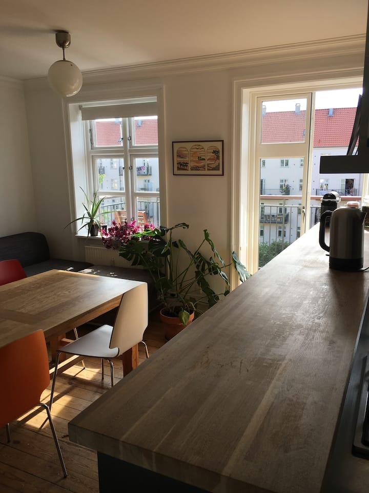 Bright, sunfilled 3 room apartment in hip Nørrebro