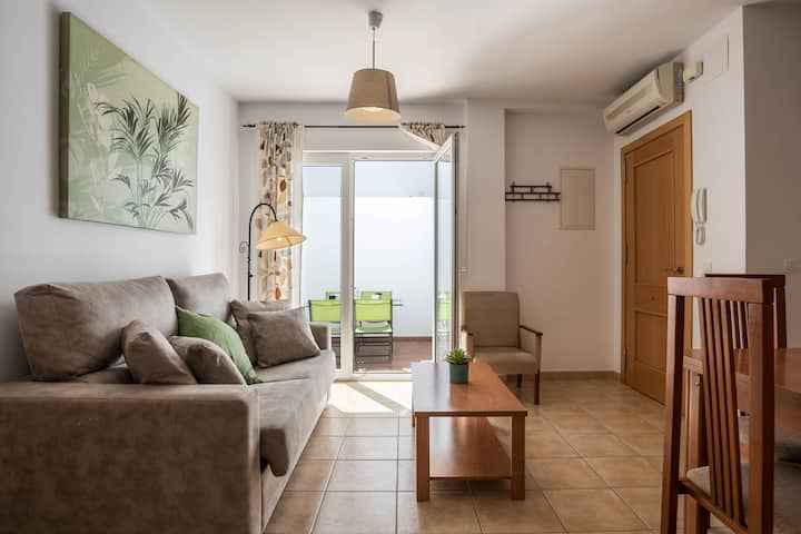 """Central Holiday Apartment """"Apartamento María Conil Bajo"""" with Air-Conditioning, Terrace &  Wi-Fi; Parking Available in the Street"""