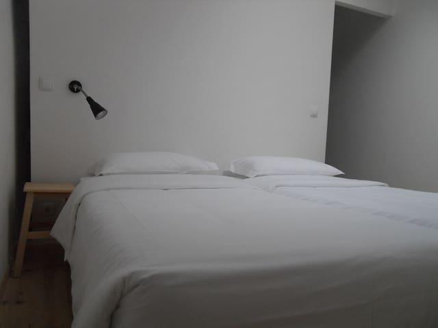 Quarto/Room Neves Costa
