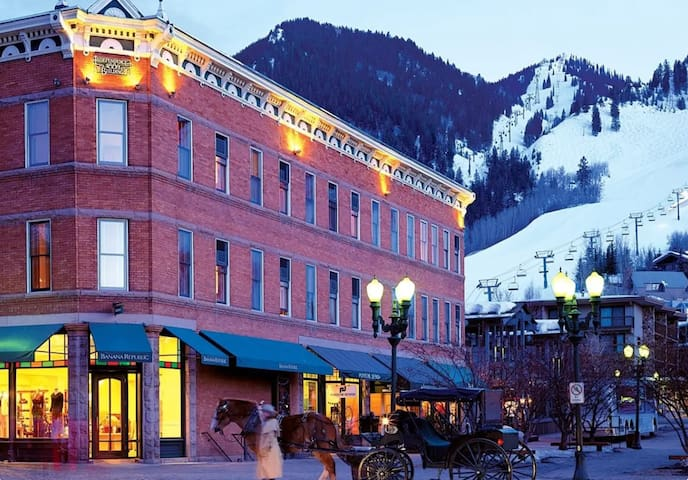 DowntownAspen Historical Charm