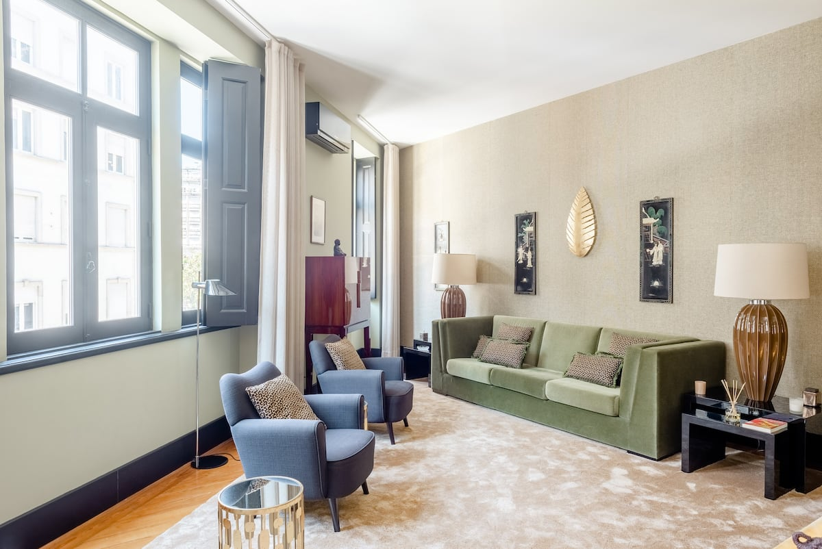 Deco Gem Aliados  Luxury Downtown Apartment