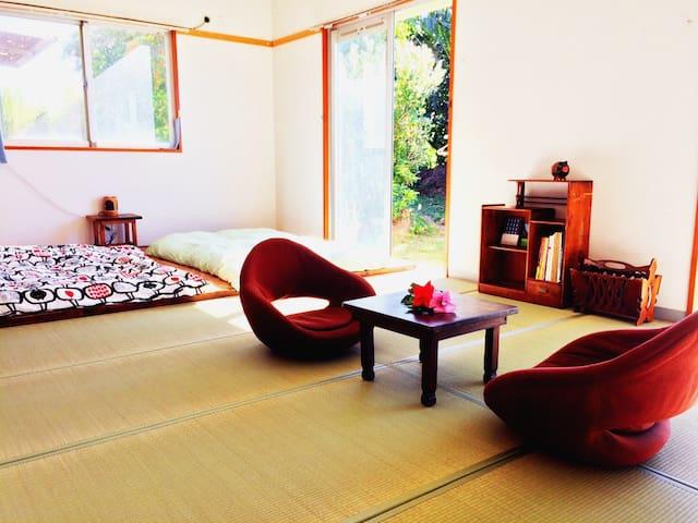 広めの和室15畳の部屋でゆっくりくつろげます - 宮古島市 - Apartemen