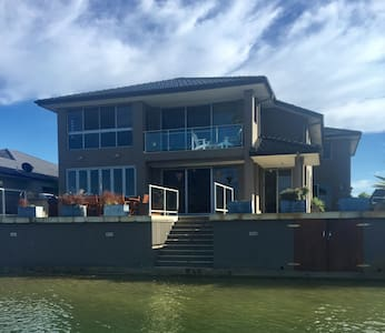 Rest and Breakfast on the Waterfront in Yamba 2