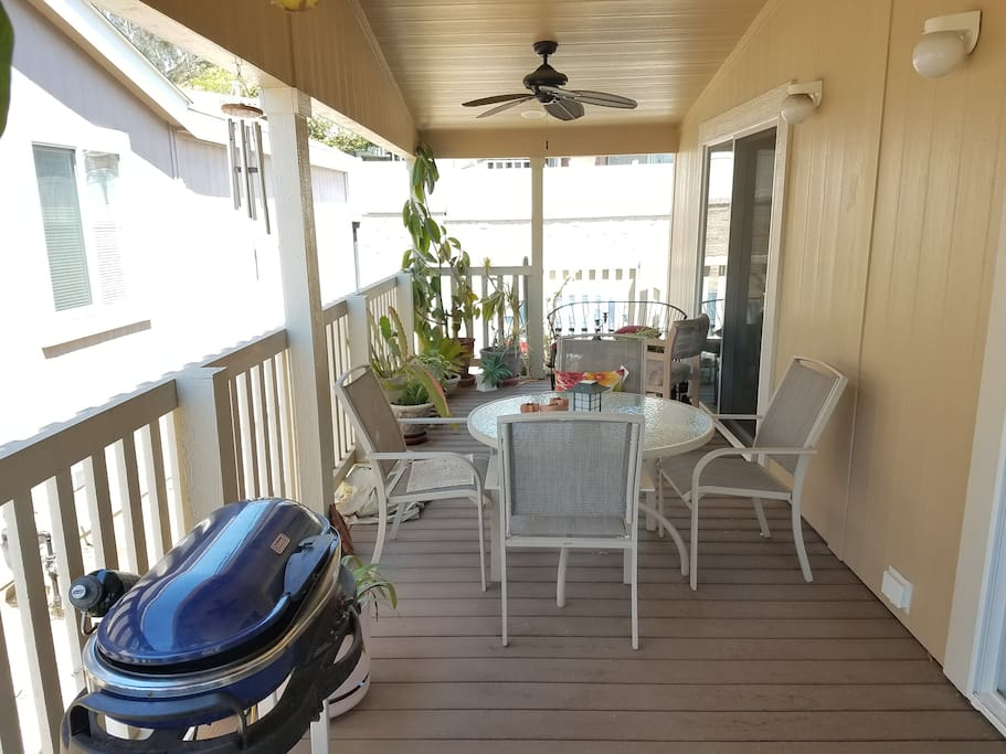 Deck with BBQ and plenty of space