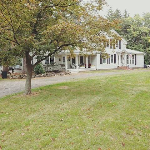 Farmhouse Nestled in Vineyard on Lake Erie