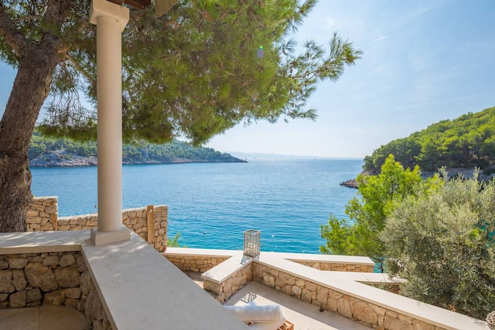 Villa by the sea Osibova island Brac Milna