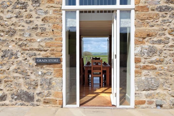 The Grain Store, Wears Farm, Abbotsbury, Jurassic Coast, SWCP, South Dorset Ridgeway - Abbotsbury - Hus