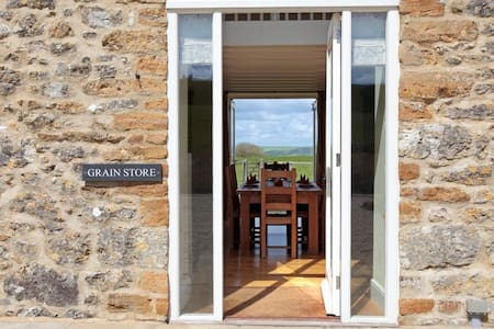 The Grain Store, Wears Farm, Abbotsbury, Jurassic Coast, SWCP, South Dorset Ridgeway - Abbotsbury - Dom