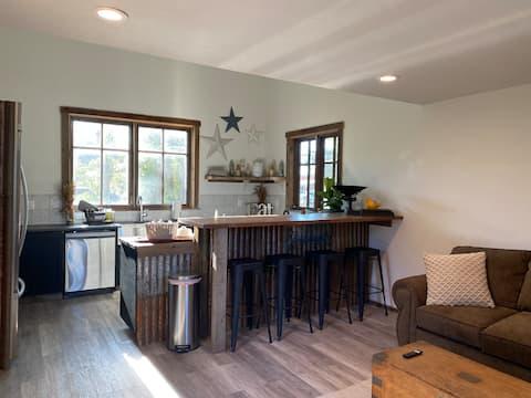 Cottonwood Creek Farmhouse Guest Cottage