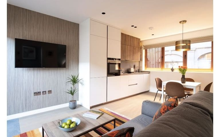 One Bedroom Mews House with Balcony - Hampstead,