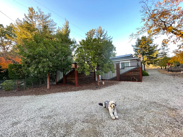 Sonoma Cottage with Hot Tub, Close to Town