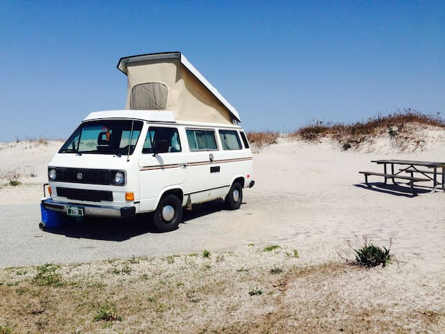 VW Vanagon: Your unique, portable extra bedroom!